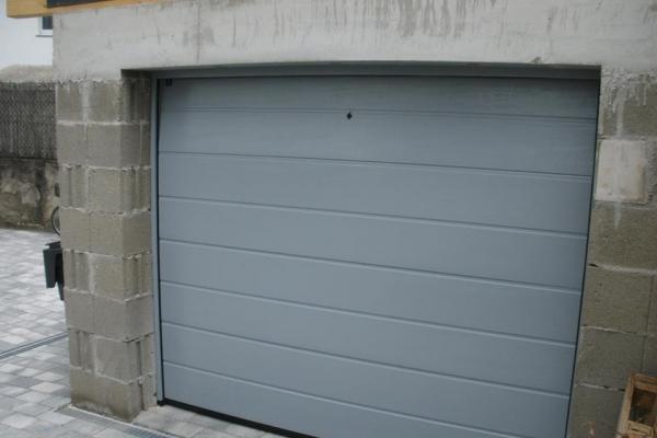 garagentor018DFD46A0-AA5A-459B-EFE4-0D4F2F036F78.jpg